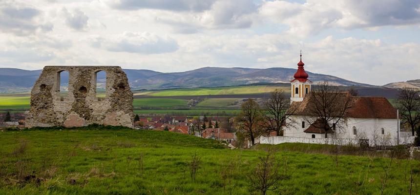 A tari várrom és templom